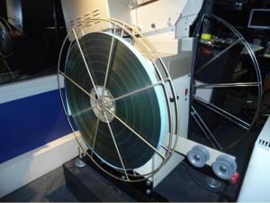 Projecteur-et-bobine-35mm-Cin%C3%A9ma-300x225